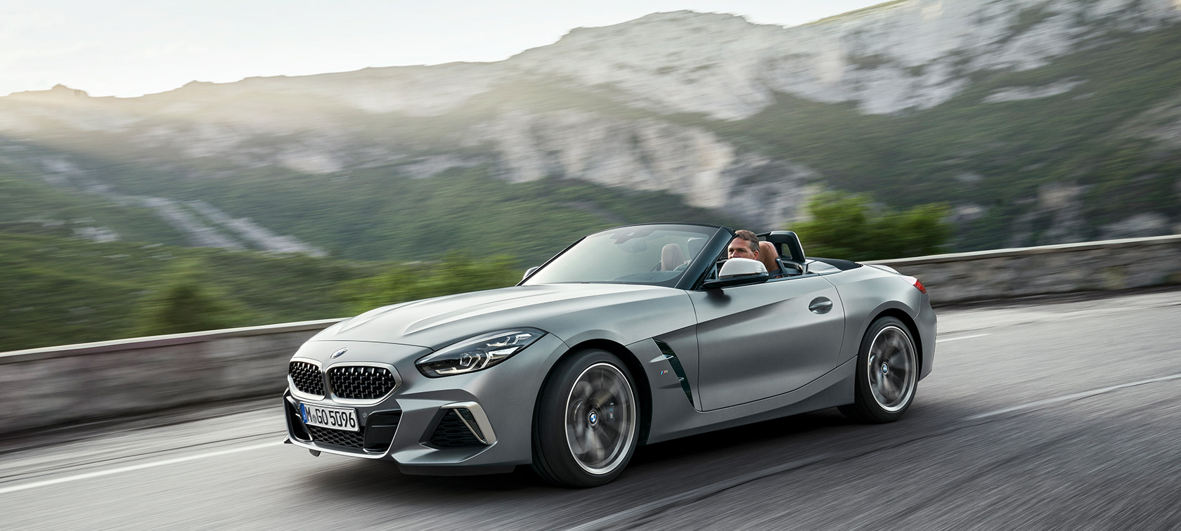 BMW Z4 Roadster M40i G29 2019 Cabrio BMW Individual Frozen grey metallic three-quarter front view driving mountain backdrop